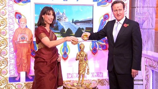 Video : British PM and Wife Celebrate Diwali at Hindu Temple
