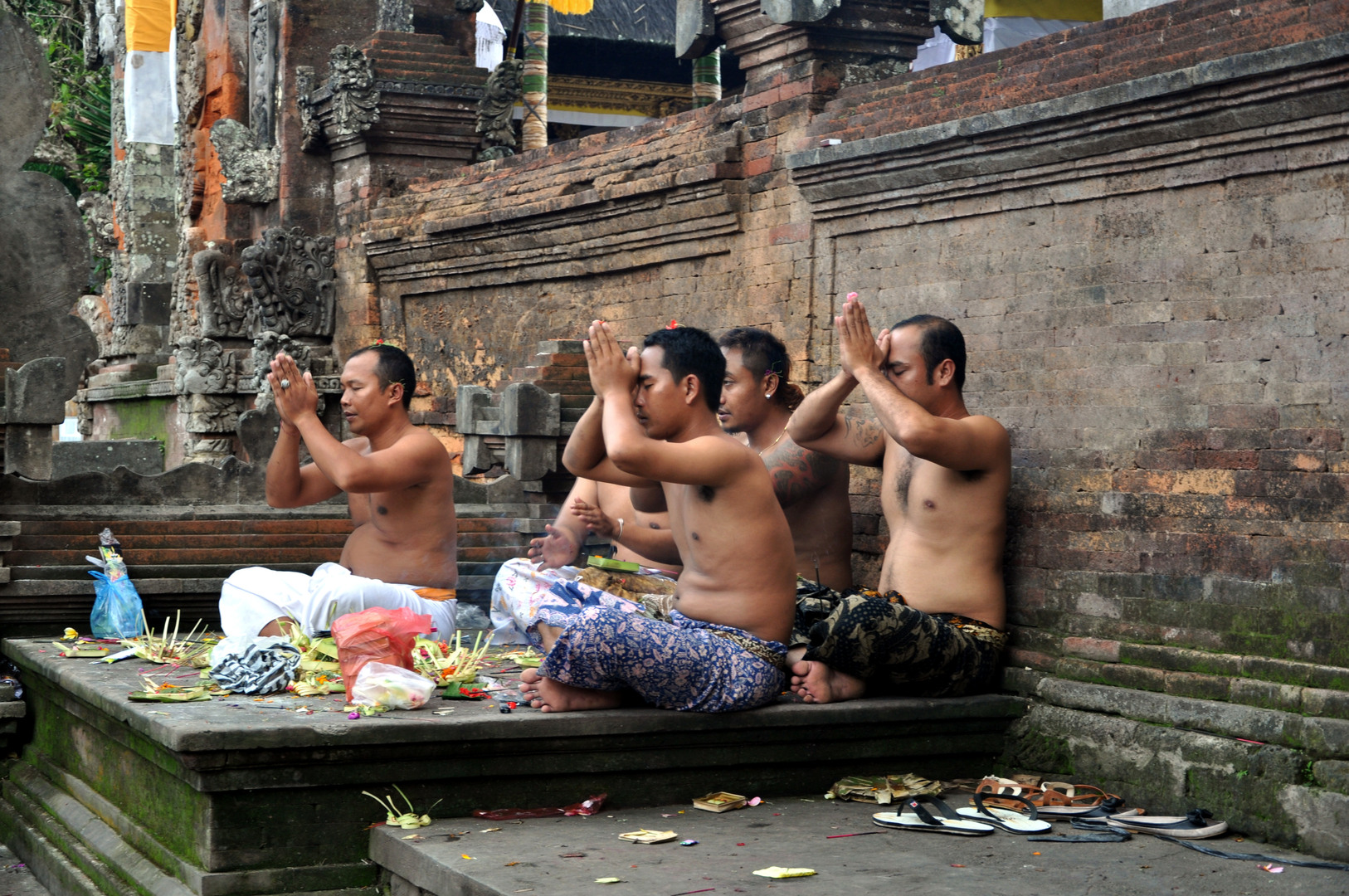 Hinduism_in_Indonesia-Bali-Balinese_Hinduism-Balinese_people-Hinduism-Indonesia-Indonesian_people-Prayer_in_Hinduism-Religion_in_Indonesia-Tirta_Empul_Temple