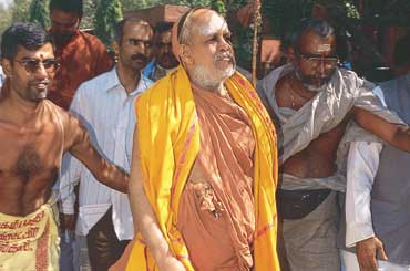 Kanchi Sankaracharya acquitted  in 2004 temple murder case