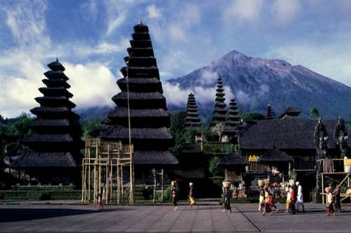 Bali Hindus angered by temple tourism plan