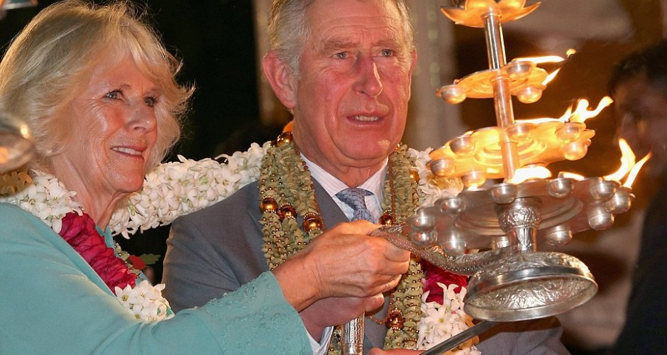 Video : Prince Charles and Camilla take part in performing Ganga Aarti in India