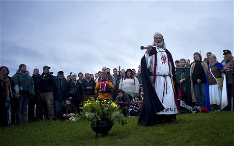 UK Druids Greet Dawn at Stonehenge on Winter Solstice
