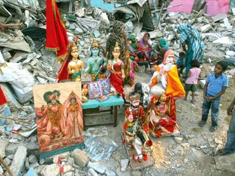 Hindu temples under threat of extremism in Pak, Bangladesh