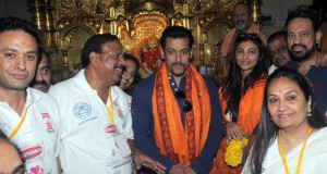Salman Khan visits Siddhivinayak temple