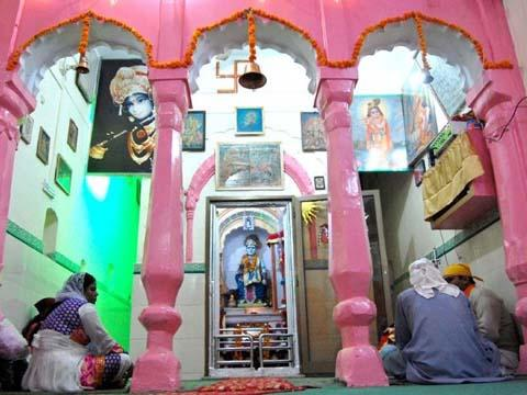 Hindus struggle to protect temples in Pakistan