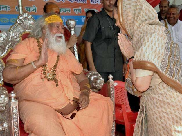 Swami takes on a sage, devotees confused