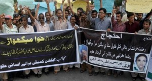 Pakistan : Hindu community protest girl's 'gang rape'