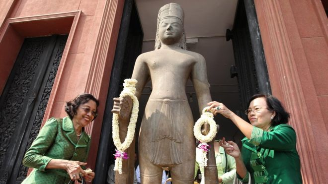 Hindu god statue's head returns to Cambodia