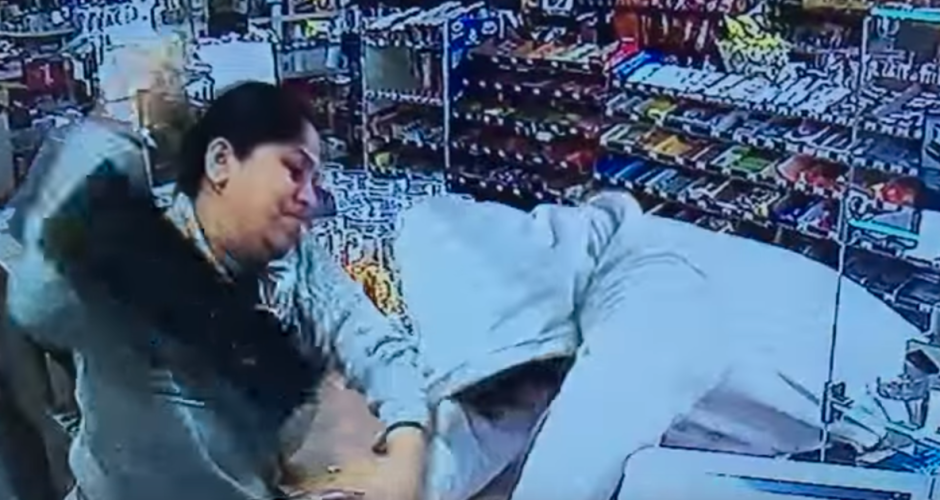 HHR Video : Devout Hindu Woman Fights Off Armed Robber With Her Bare Hands