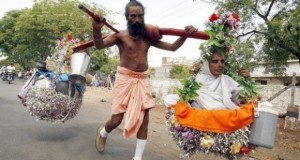 HHR Video : Rebirth of Shravan Kumar : 36,000 km on Foot in 20 Years Carrying his Mother